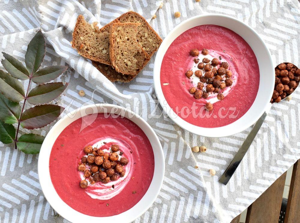 Polévka z pečené červené řepy