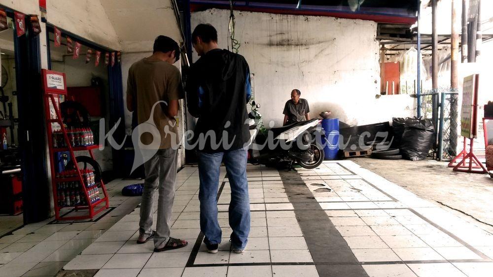 Tipy jak koupit skútr v Indonésii