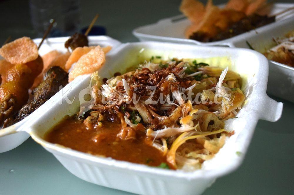 Rýžová kaše s masem a omáčkami - bubur ayam