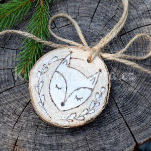 Ručně malovaná vánoční dřevěná ozdoba *LIŠKA CELESTÝNA*, vypalovaná