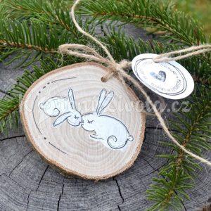 Ručně malovaná dřevěná ozdoba *ZAJEČÍ LÁSKA*
