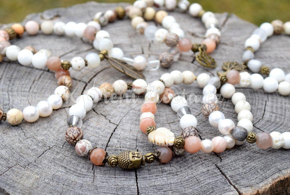 MEDITACE. Kombinace měsíčního kamene, dřeva, křišťálu a pravých perel pro posílení, harmonizaci duše a trpělivosti.