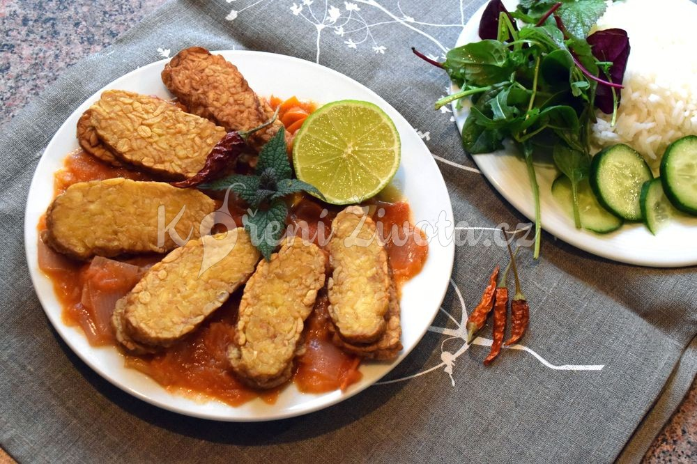 Tempe penyet aneb recept na indonéský tempeh s rajčaty