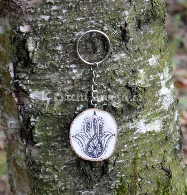 Ručně malovaný dřevěný přívěsek na klíče *HAMSA*