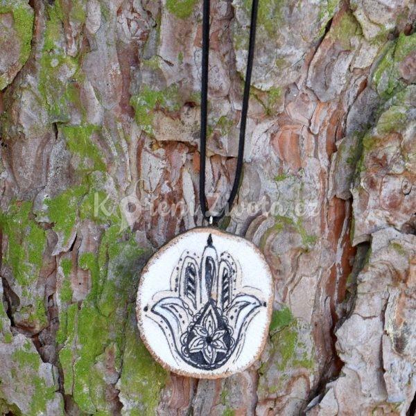 Ručně malovaný dřevěný náhrdelník - medailonek *HAMSA*
