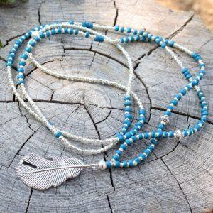 ~(VE)SMÍR~ Dlouhý náhrdelník z korálků a kokosového dřeva, pírko