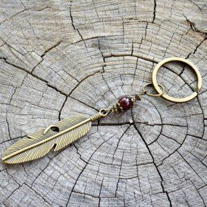 ~ČAKRY~ Kovový přívěsek na klíče pírko a granát