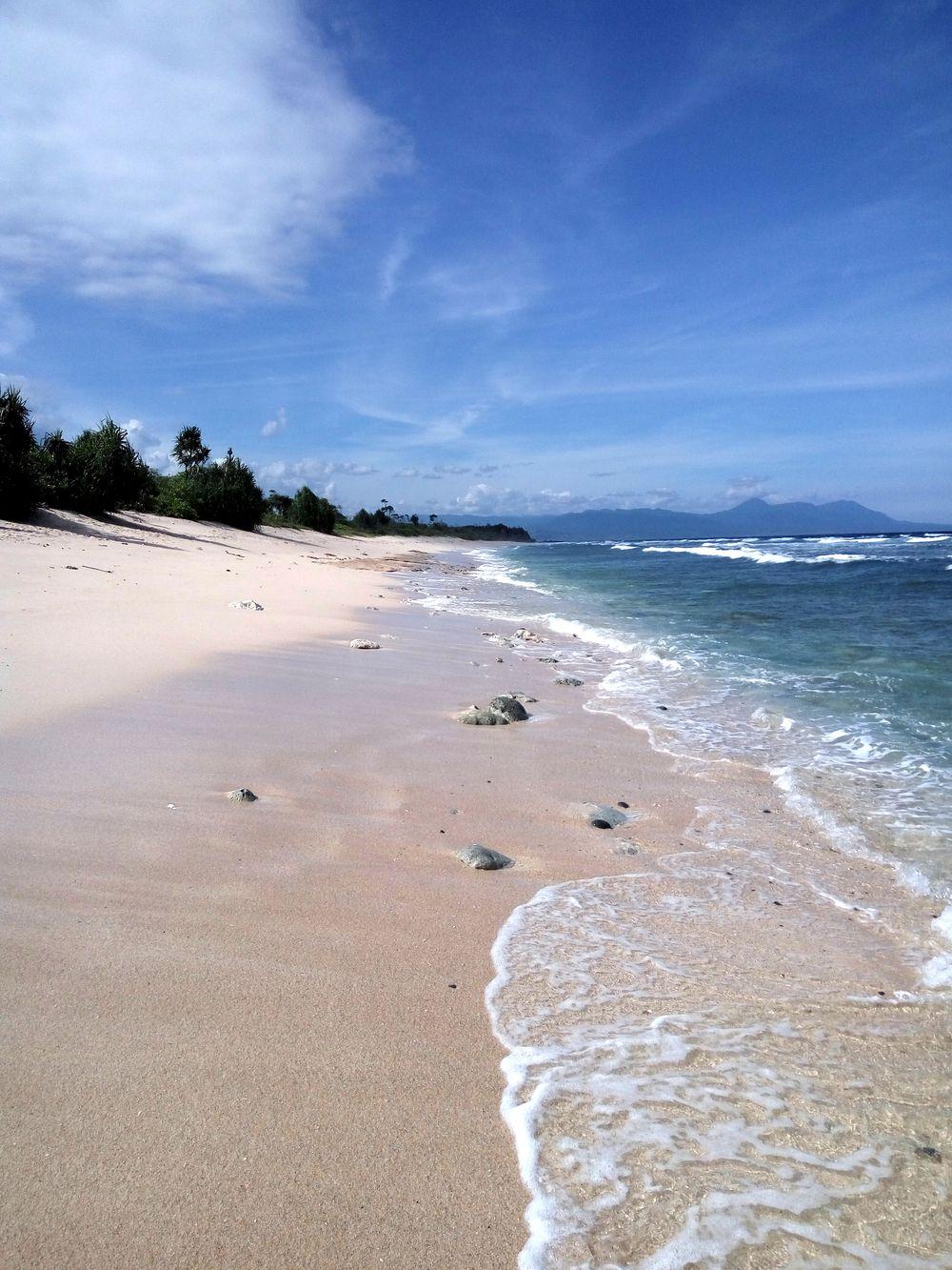 Dokonalé Sumbawské pláže v divočině