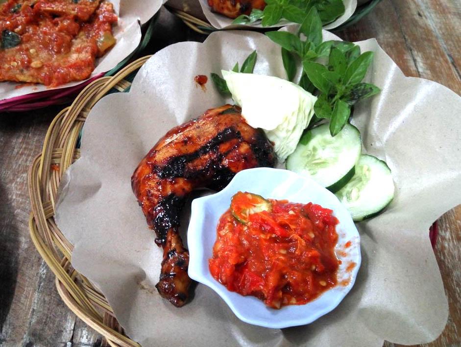 Ayam Bakar Madu - pečené kuře v chilli a medu s chilli sambalem
