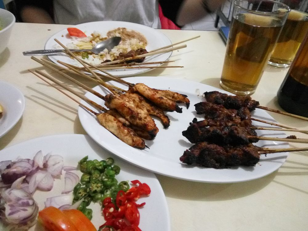 Sate ayam, sate kambing - tradiční špízky z kozího a kuřecího masa