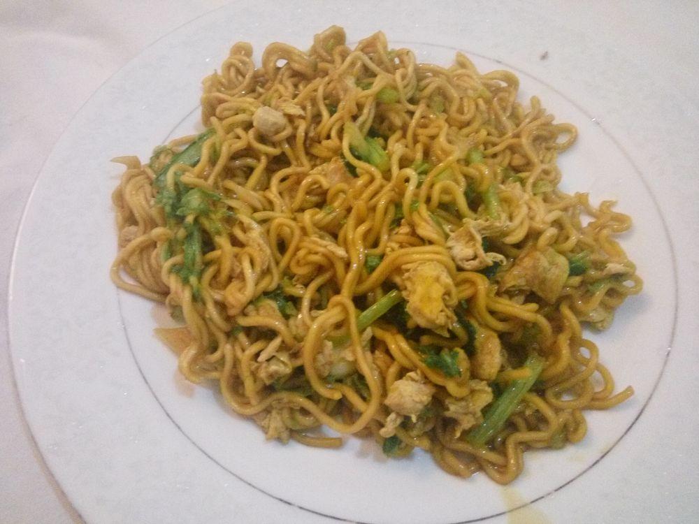 Mie goreng - všelijaké smažené nudle patří k nejlevnějším jídlům
