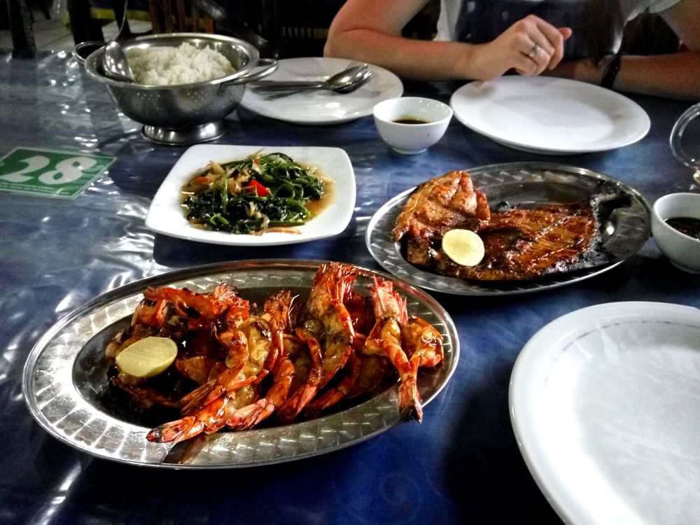 Udang asam manis - grilované krevety se sladko-kyselé omáčce se špenátem