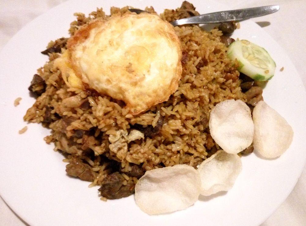 Nasi goreng special - tradiční smažená rýže tentokrát s masem i játry