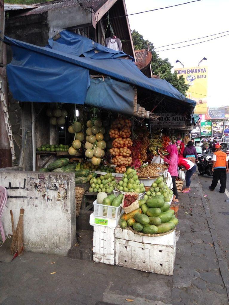 Klasický stánek s ovocem