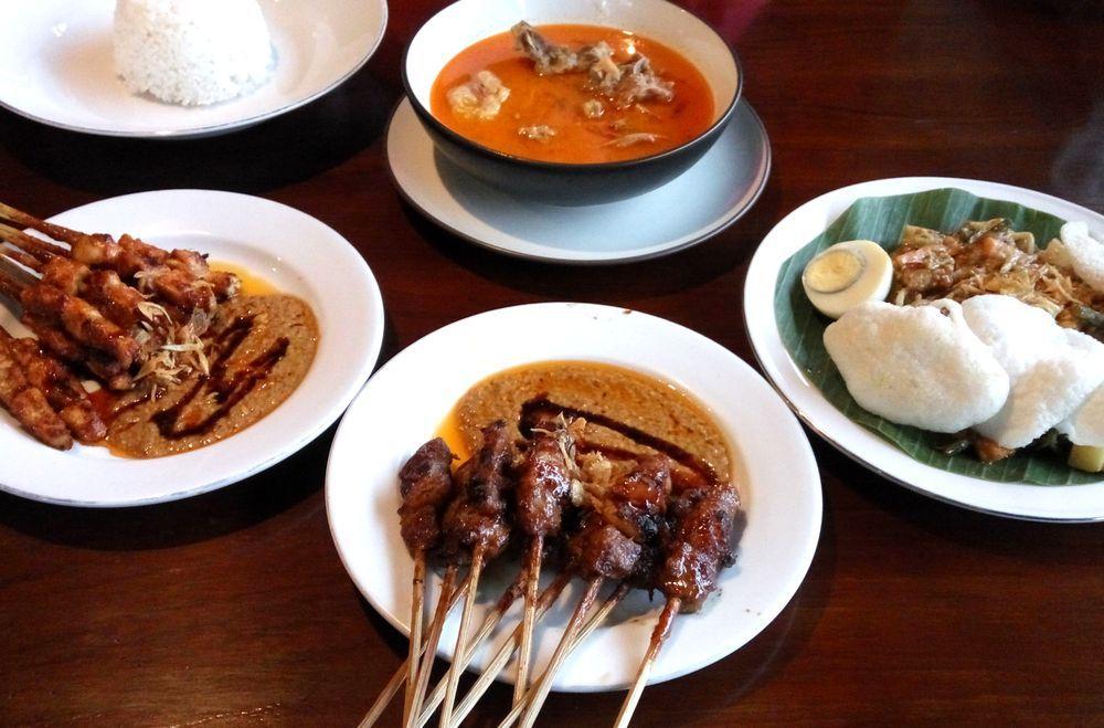 Indonéské jídlo v lepší restauraci