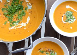 Thajská batátová polévka s červenou čočkou