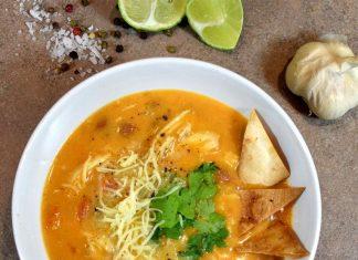 Enchiladas polévka s kuřecím masem a chedarem