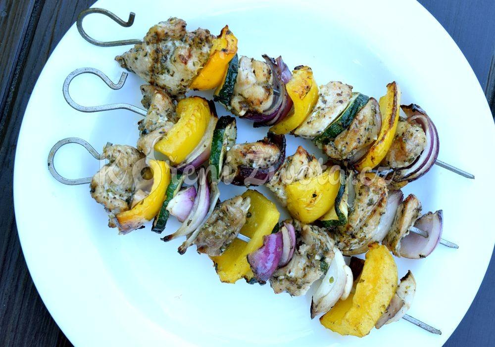 Křehké kuřecí kebaby v řeckém stylu_01