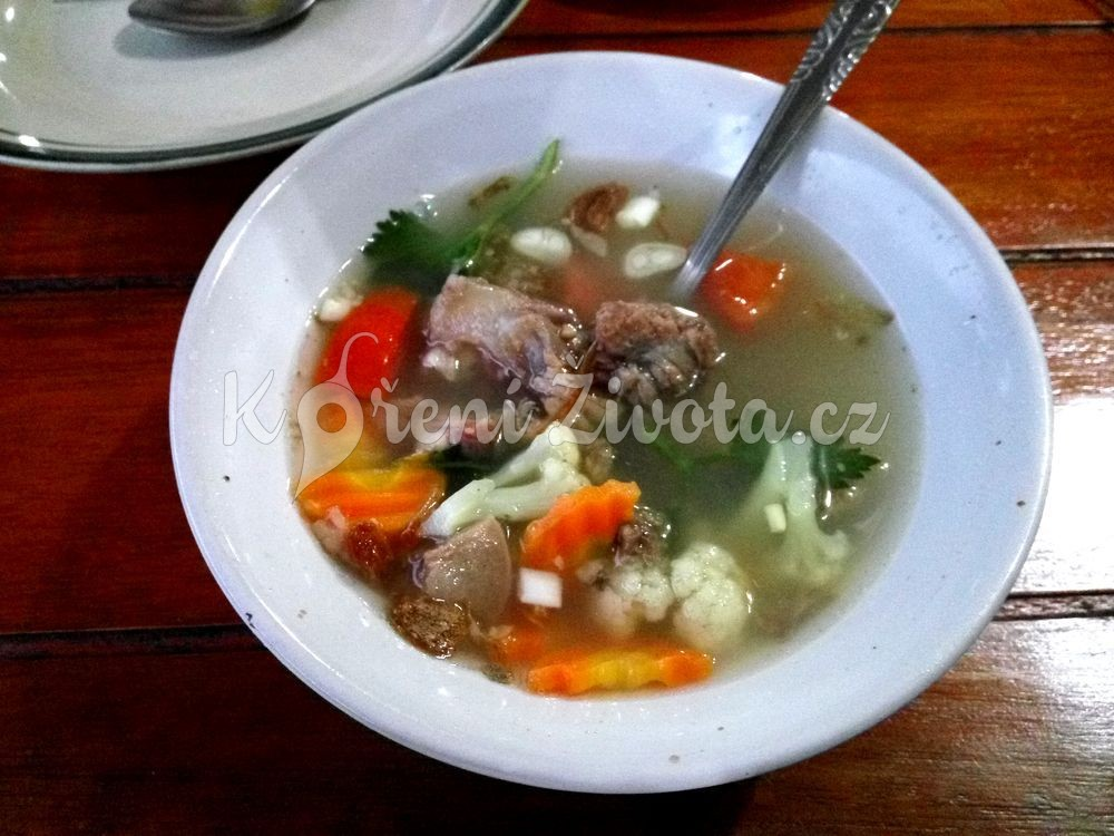 Sop buntut - polévka s hovězí oháňky