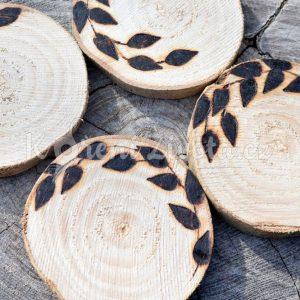Dřevěné podtácky pod skleničku *LEAVES*, ručně vypalované, sada 4 ks
