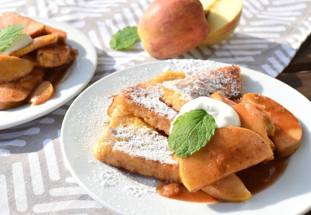 Recept podzimní francouzské tousty s karamelizovanými jablky