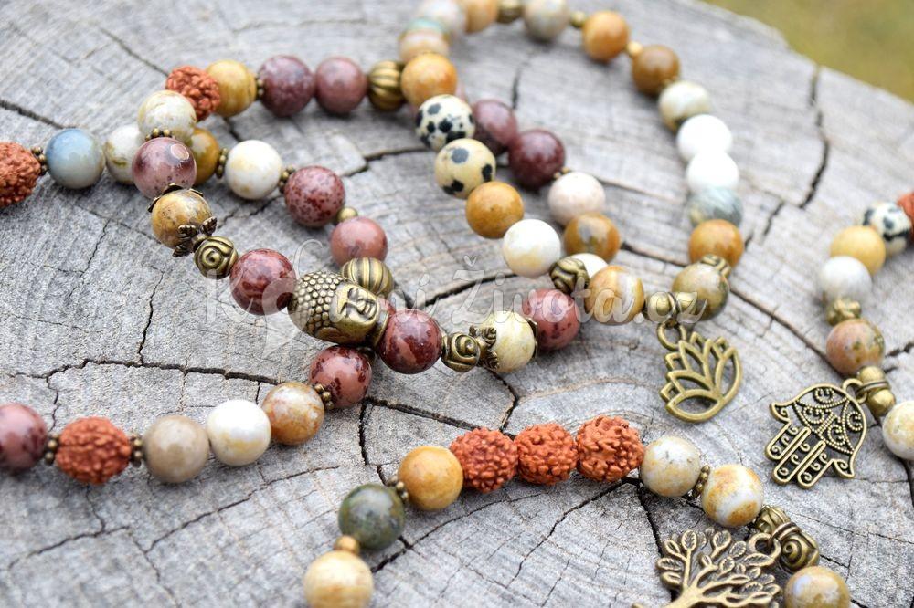 (POD)MĚDOMÍ. Kolekce plná přírodních materiálů, rudraksha semínek, unakitu a jaspisu. Pro energii, odstranění negativních vlivů a překonání stresu.