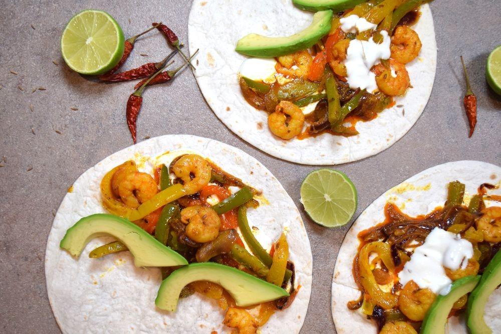 Mexické krevetové fajitas a krémové guacamole