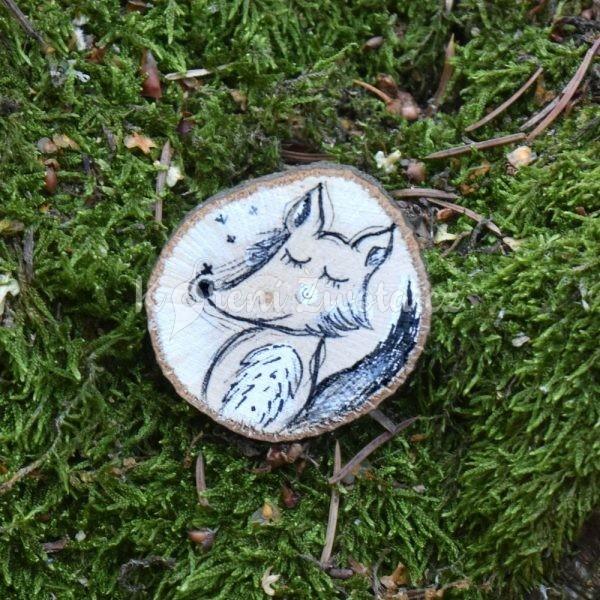 Ručně malovaná dřevěná brož *VLKOUŠ JÁCHYM*