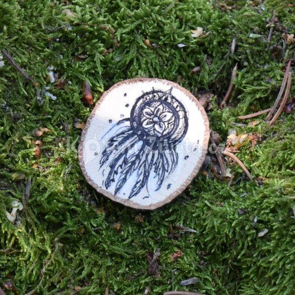 Ručně malovaná dřevěná brož *Pro krásné sny*