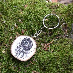 Ručně malovaný dřevěný přívěsek na klíče *Pro krásné sny*