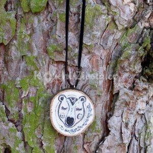 Ručně malovaný dřevěný náhrdelník - medailonek *MÉĎA BARTOLOMĚJ*