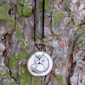 Ručně malovaný dřevěný náhrdelník - medailonek *LIŠKA ELIŠKA*
