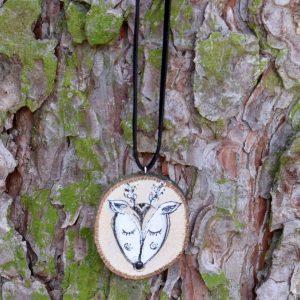 Ručně malovaný dřevěný náhrdelník - medailonek *JELÍNEK ARNOŠT*