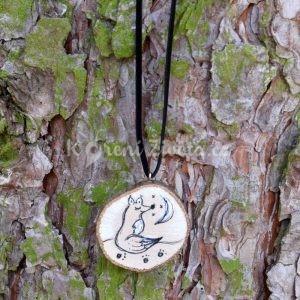 Ručně malovaný dřevěný náhrdelník - medailonek *NA MĚSÍC*