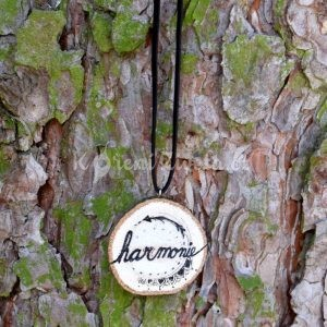 Ručně malovaný dřevěný náhrdelník - medailonek *HARMONIE*