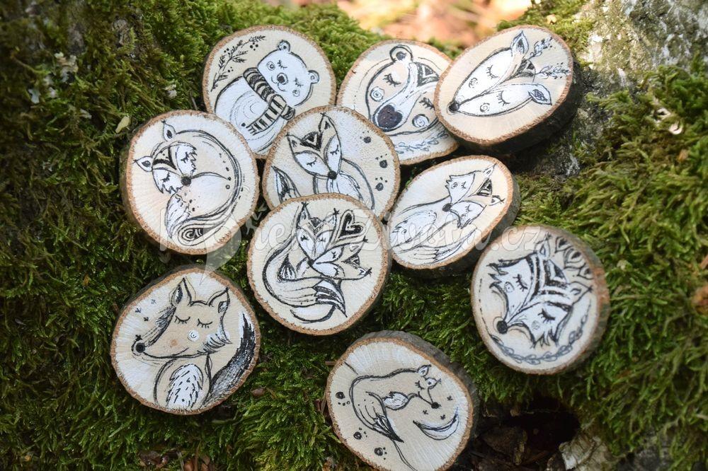 Kolekce ručně malovaných šperků z voňavého českého dřeva.