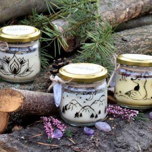 Set 3 ks ručně malovaných přírodních vonných svíček s minerály, sojový vosk