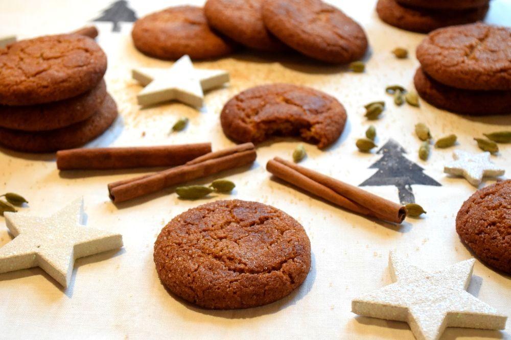 Domácí skořicové sušenky s kardamomem