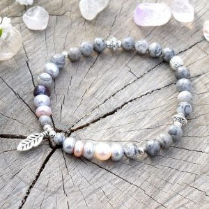 ~NĚHA~ Elegantní perlový náramek s jaspisem, přívěsek pírko