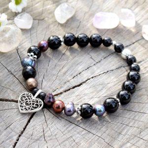 ~ELEMENT~ Elegantní perlový náramek s černým onyxem, přívěsek srdce