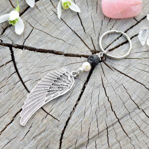 ~SÍLA~ Originální přívěsek na klíče andělská křídla s lávou a pravou perlou