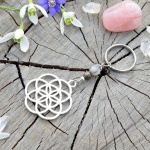 ~SNĚNÍ~ Kovový přívěsek na klíče posvátná geometrie s pyritem a jaspisem