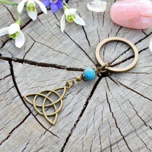 ~INSPIRACE~ Kovový přívěsek na klíče keltský trojúhelník s variscitem