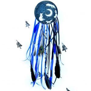 Ručně malovaný autorský lapač snů - obraz zdobený pírky a minerály, průměr 20 cm