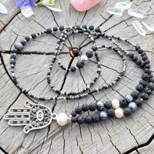 ~SÍLA~ Dlouhý náhrdelník s pravými perlami a lávovým kamenem, Fátimina ruka