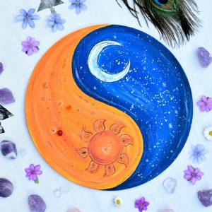Ručně malovaný autorský lapač snů - obraz zdobený pírky a minerály, průměr 25 cm