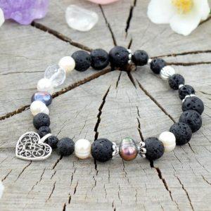 ~SÍLA~ Perlový náramek s lávovými kameny a křišťálem, přívěsek srdce