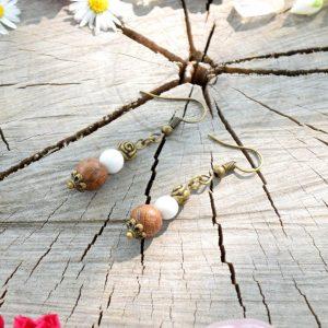 ~STVOŘENÍ~ Visací náušnice s howlitem a dřevem