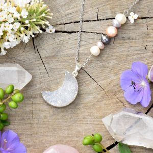 ~POROZUMĚNÍ~ Jedinečný náhrdelník s drúzou achátu Měsíc, přírodní perly