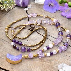 ~FANTAZIE~ Dlouhý minerální náhrdelník s drúzou achátu ve tvaru Měsíce, ametrín